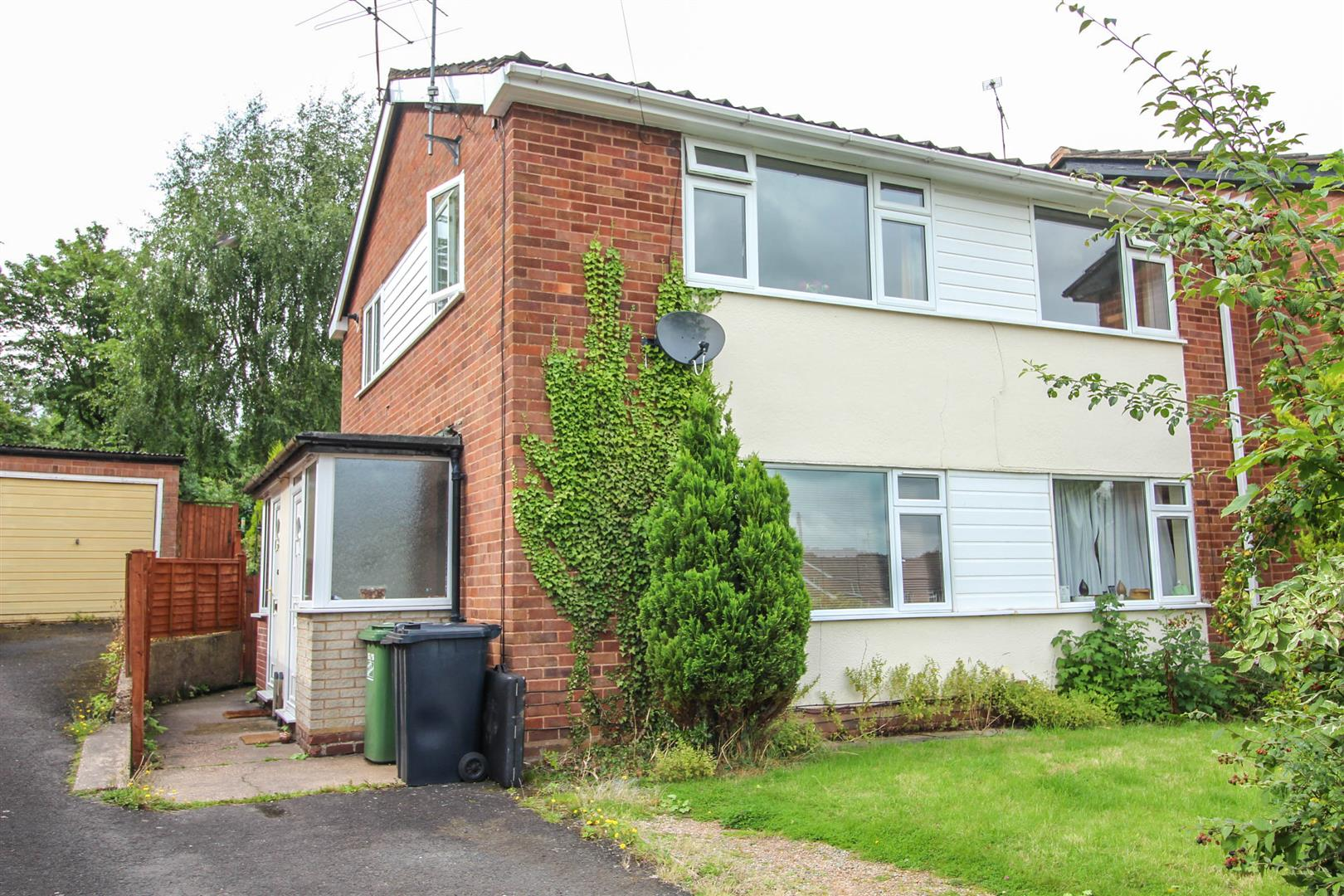 2 Bedrooms Maisonette Flat for sale in Coleridge Close, Redditch